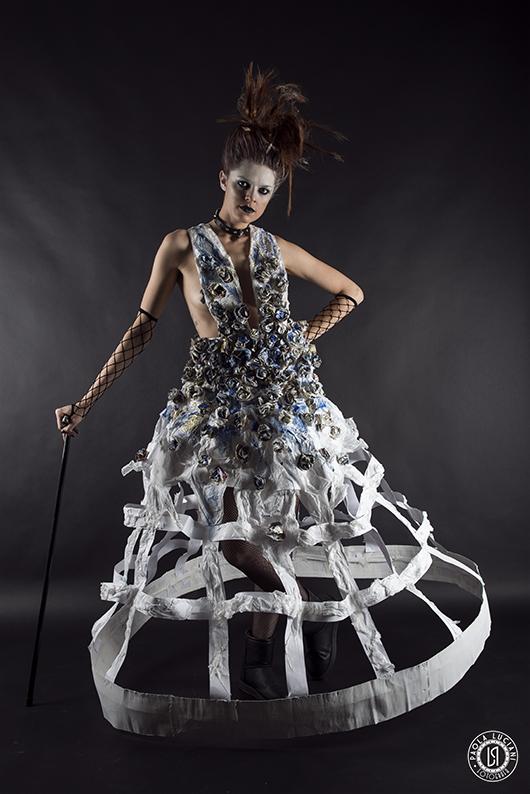 """""""Tra ieri e oggi""""  Paper/Dress dal romanticismo ottocentesco con un tocco di punk&fetish"""